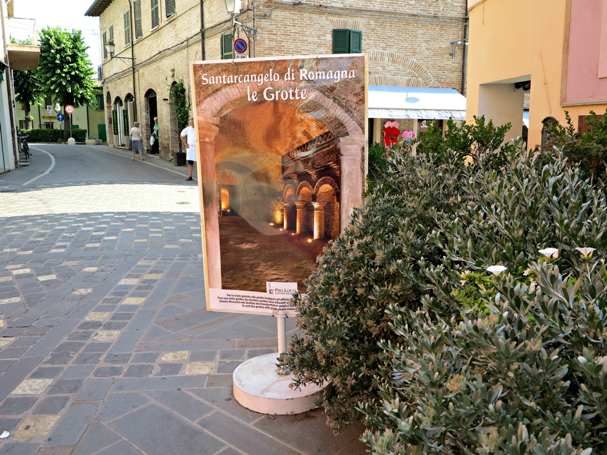 Cartellone delle Grotte Tufacee a Santarcangelo