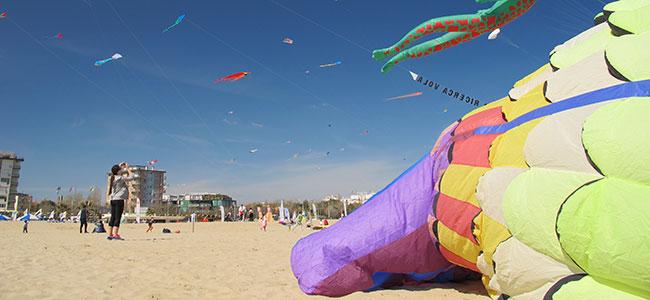 Rimini aquiloni in spiaggia