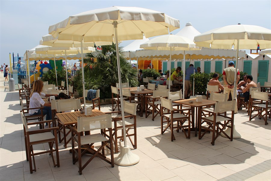 Mangiare in spiaggia in romagna ristoranti sul mare a cesenatico - Bagno italia cesenatico ...