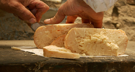 Mondaino formaggio fossa