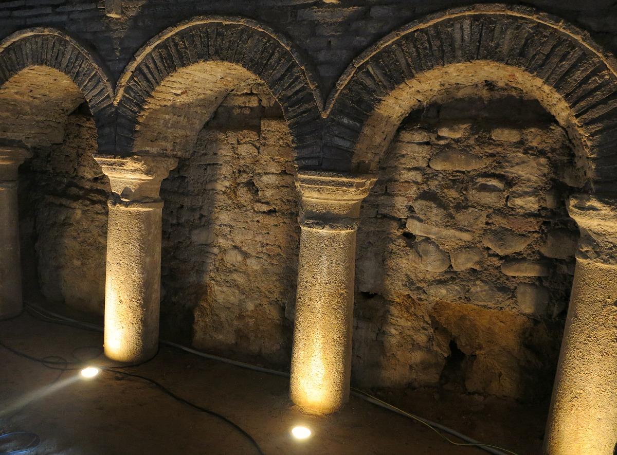 Dettaglio delle grotte tufacee di Santarcangelo