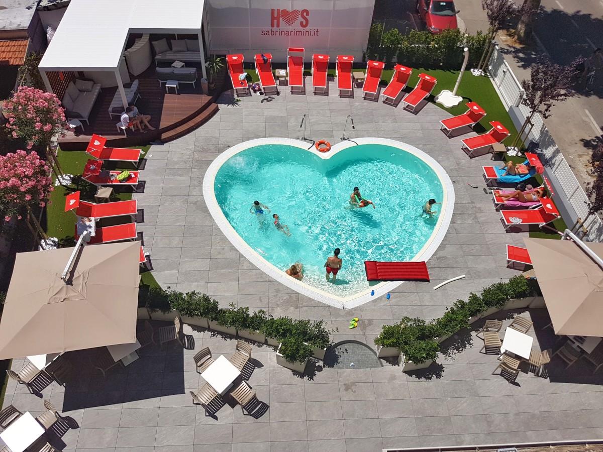 hotel con piscina a cuore