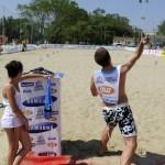lancio del telefonino in spiaggia