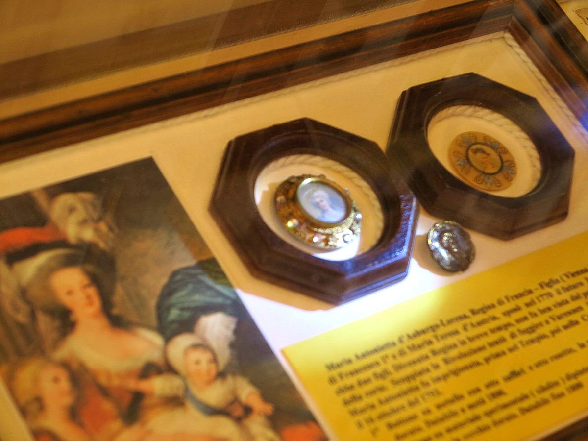 Santarcangelo, il museo dei bottoni di Giorgio Gallavotti