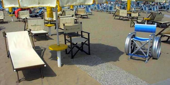 carrozzine e lettini rialzati in spiaggia