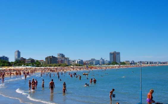 Guida alle spiagge di milano marittima vip e family - Bagno palm beach pinarella ...